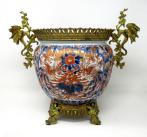 922. Japanese Meji Chinese Imari Porcelain Jardiniere Centerpiece Gilt Mounts